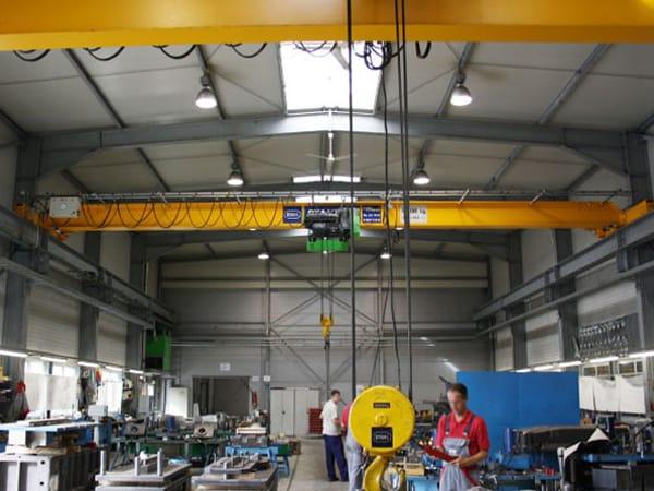 Erweiterung Produktionshalle Kran