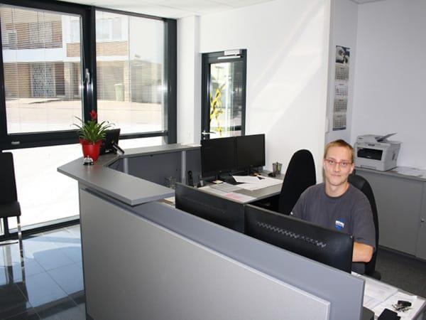 Gewerbebau mit Büro Wohnung