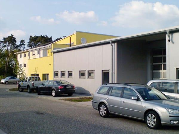 Hallenbau mit Büro Fackel