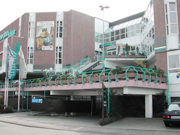 Neubau Aufzugsturm Eingang