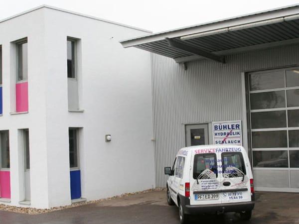 Stahlhalle mit Büro