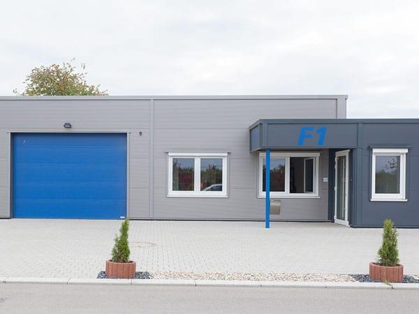 Bürogebäude mit Lagerhalle Eingang