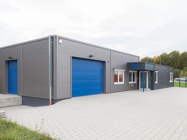 Bürogebäude mit Lagerhalle Seitenansicht