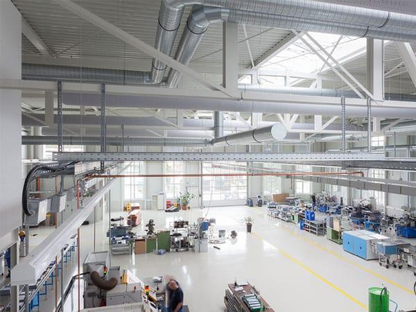 Deckenkonstruktion schlüsselfertige Produktionshalle mit Büro