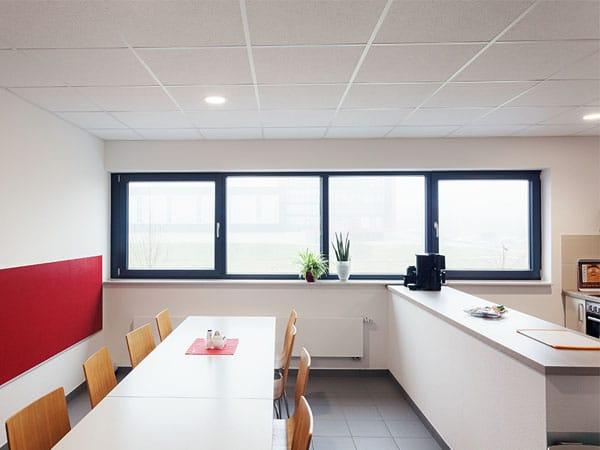 Gewerbehalle mit Büro Küche