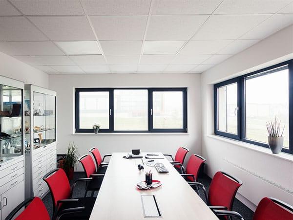 Gewerbehalle mit Büro Sozialraum