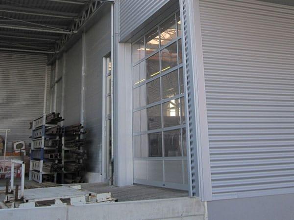 Industriehalle mit Büro Rampe