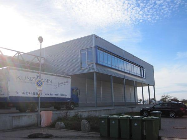Industriehalle mit Büro