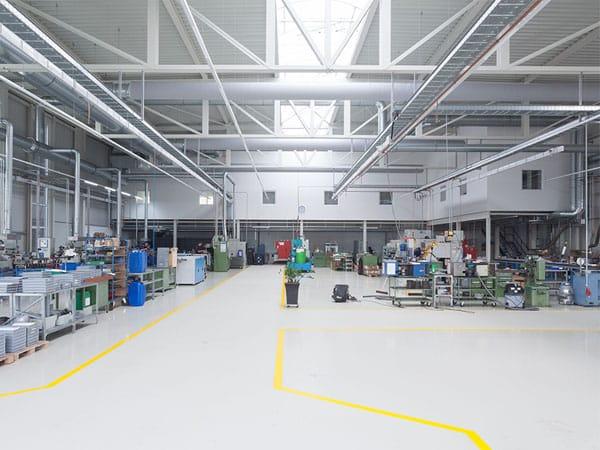 Innenansicht schlüsselfertige Produktionshalle mit Büro