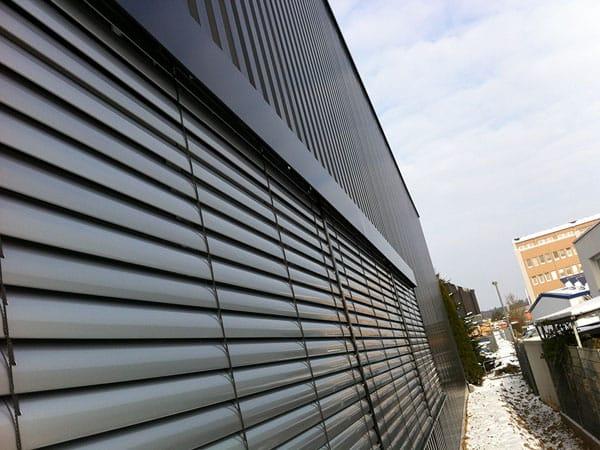 Lagerhalle mit Büro Fassade