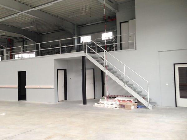Lagerhalle mit Büro Innenansicht