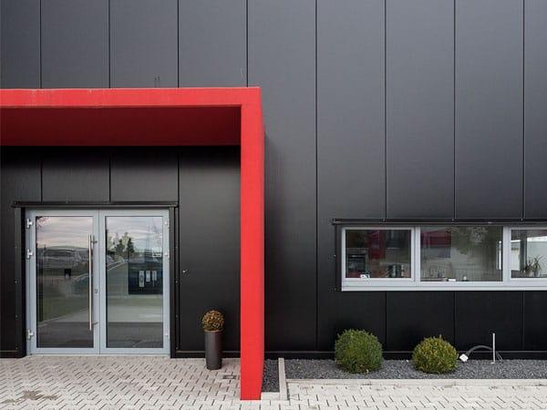 Neubau Gewerbehalle Eingang