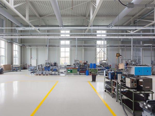 schlüsselfertige Produktionshalle mit Büro Innenansicht